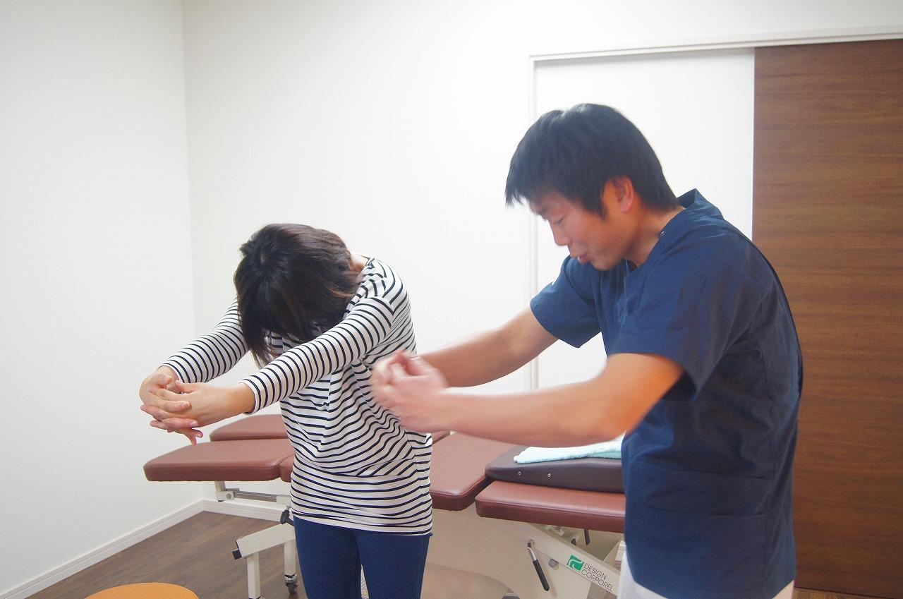 胸椎の過度の後弯を改善